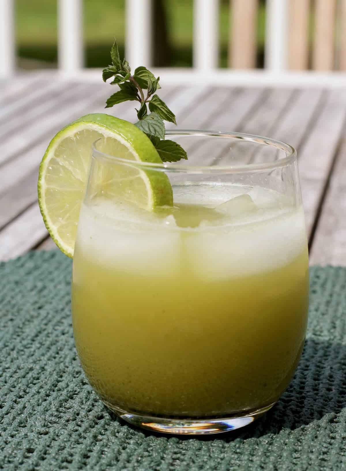 emerald Arnold Palmer drink