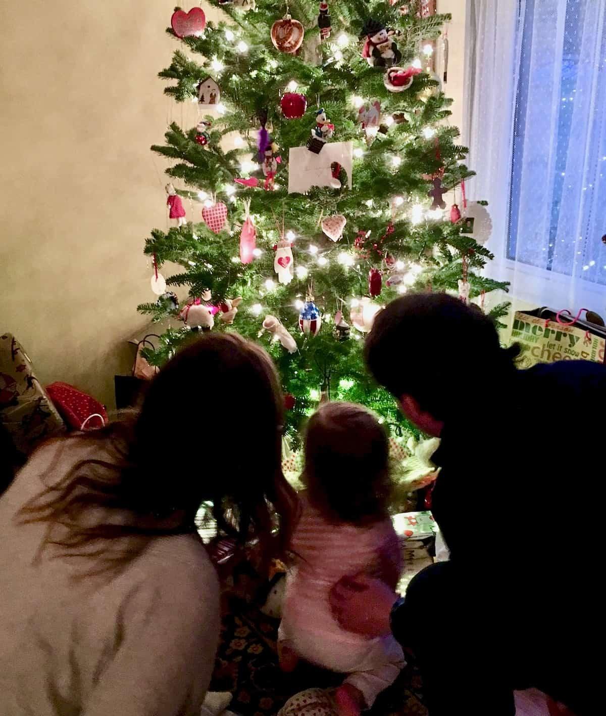 family around xmas tree are good gifts